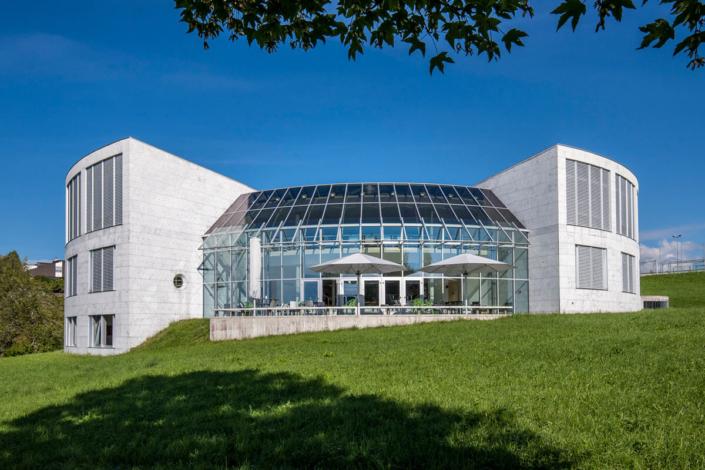 Folienverbund Schweiz Sonnenschutzfolie Foyerdach StGallen Universtitaet